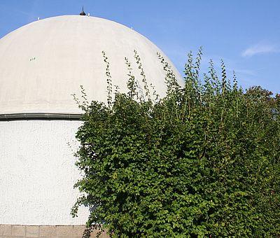 Außenansicht mit der Kuppel des Harzplanetariums in Wernigerode