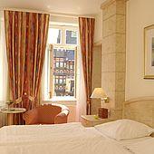 Hotelzimmer mit Rathausblick im Hotel Weisser Hirsch