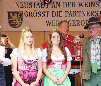 Weinprinzessinen zu den Neustadter Weintagen in Wernigerode