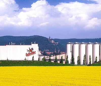 Hasseröder Brauerei mit Schloss Wernigerode