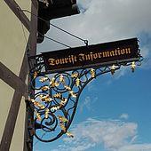 Ausleger an der Tourist-Information Wernigerode