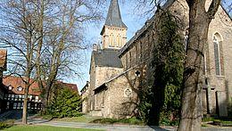 St. Sylvestrikirche mit dem Oberpfarrkirchhof