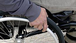 Rollstuhlfahrer Detailaufnahme