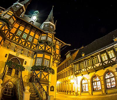 Das Rathaus Wernigerode bei Nacht