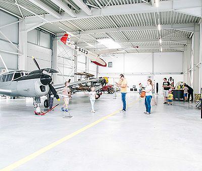 Blick in den Hangar des Luftfahrtmuseums in Wernigerode
