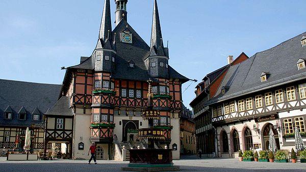 Rathaus in Wernigerode mit Wohltäterbrunnen