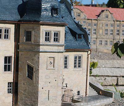Das Rathaus und Kleine Schloss von Blankenburg im Miniaturenpark Kleiner Harz