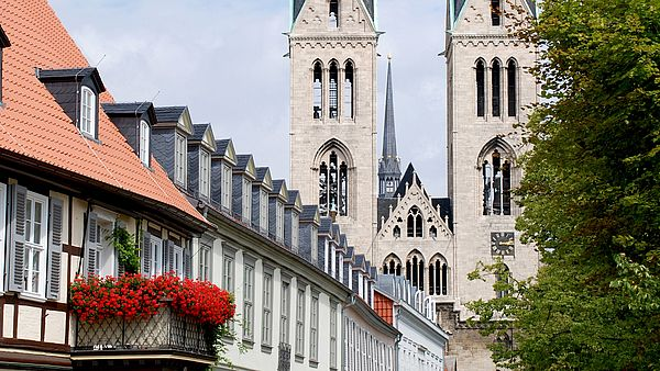 Blick auf die Türme des Doms in Halberstadt