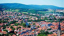 Blick über die Stadt Richtung Harzer Berge