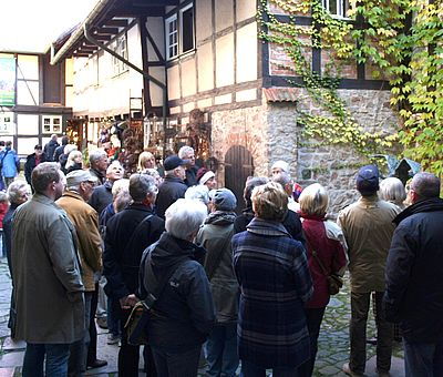 Stadtfuehrungsgruppe im Kunsthof in Wernigerode