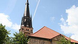 Die Liebfrauenkirche mit Turm und Kirchendach