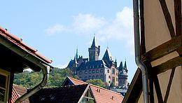 Blick von der Innenstadt zum Schloss Wernigerode
