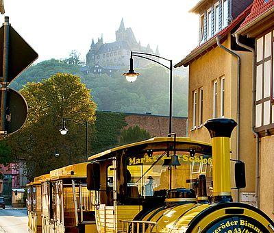 Bimmelbahn mit Schlossansicht
