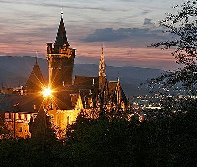 Nächtlicher Blick auf das Schloss in Wernigerode vom Agnesberg